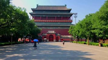 Vista de la torre del tambor chino desde la calle 4k