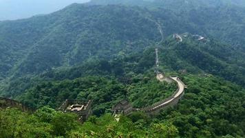 vista do topo da montanha com vista para a grande muralha da China 4k video