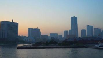 de skyline van de stad yokohama in japan