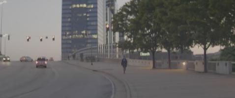 caminando por la calle