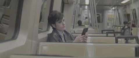 andando no trem do metrô