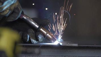 soudage industriel au ralenti