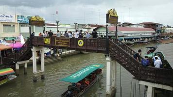 mercado flutuante de amphawa, samut songkhram, tailândia video