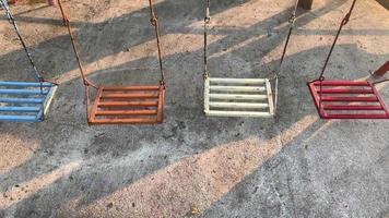 balanços velhos vazios