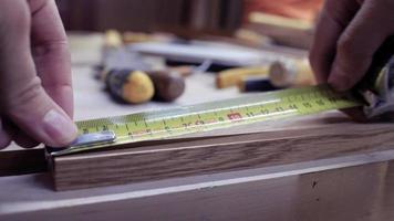 primer plano, manos, tablero de medición, vista lateral video