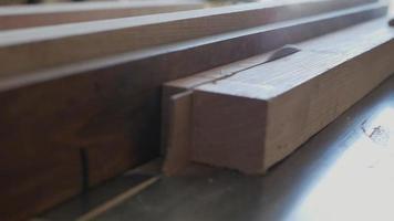 o trabalho de uma serra de mesa