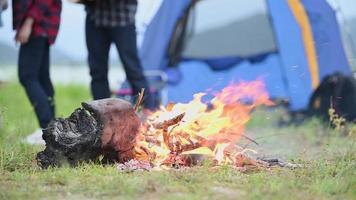 festa do dia da fogueira no acampamento