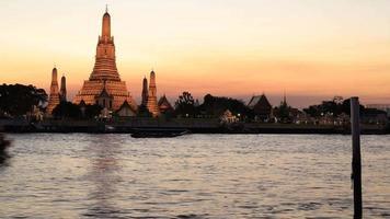 paisagem urbana de bangkok yay ao pôr do sol na Tailândia. video