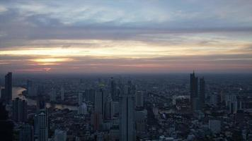 Zeitraffer Sonnenuntergang in Bangkok Stadt