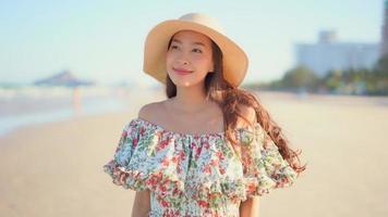 jovem asiática sorrindo video