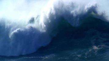 quebra de onda grande e pesada video