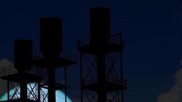 aqua moon se eleva en la parte posterior de la construcción industrial video