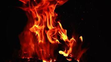 fuego del infierno volcánico en cámara lenta video