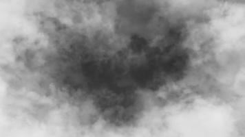 voando através de nuvens escuras video