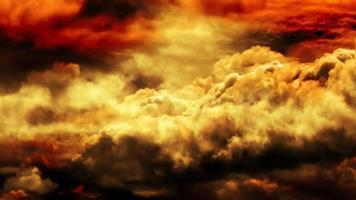 nubes de la tarde dorada