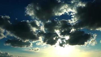lapso de tempo de nuvens épicas video