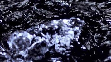bolhas de água na superfície da água video