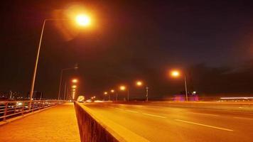 semáforos à noite