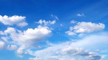 timelapse de nubes en movimiento rápido video