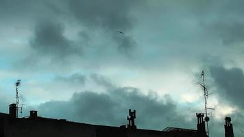 Antennen und Wolken video