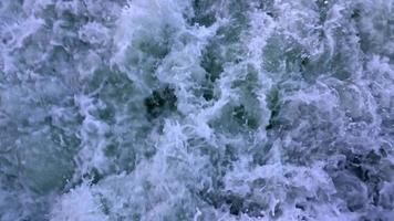 Olas de agua de mar detrás de ferry
