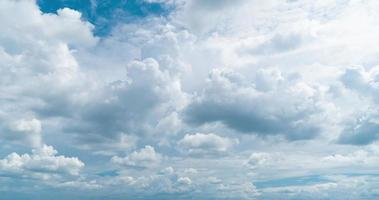 nuvem cumulus em um céu azul
