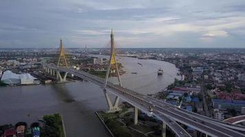 Bhumiphol Bridge a Bangkok, in Thailandia video