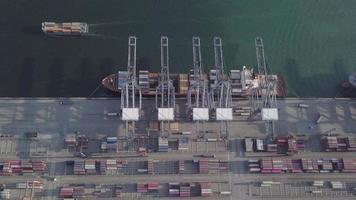 4k vista aérea de porto comercial e navios video