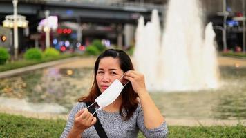 retrato, de, mujer asiática, concepto, de, salud y seguridad, vida video