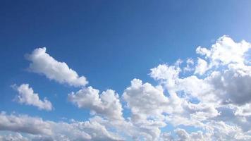 nubes limpias con destello de lente
