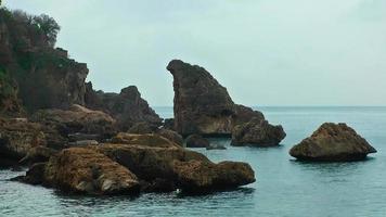 rocas y el mar
