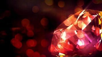 ein Diamant, der sich im roten sprudelnden Hintergrund dreht