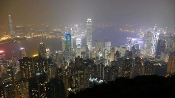 skyline di hong kong di notte in un timelapse video