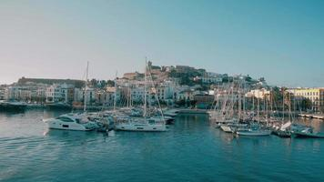 porto de fortificação, cidade velha de dalt vila ibiza video
