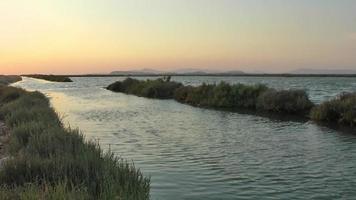 el canal de mar y agua