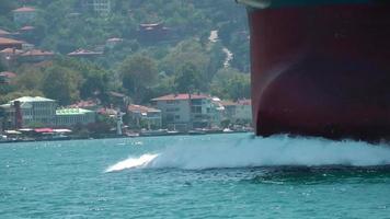 das große Schiff und die Stadt am Meer video