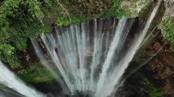 waterval in dji, indonesië