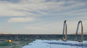 jetée de ponton dans la mer