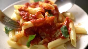 penne con salsa de tomate