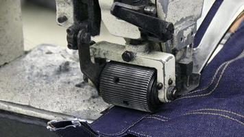primer plano extremo en la máquina de coser