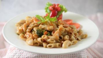 mexa macarrão frito com camarão video
