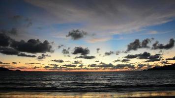 mar con puesta de sol