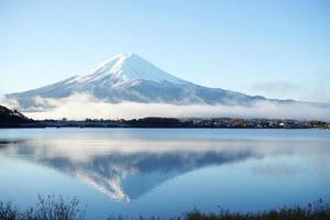 montaña fuji vista desde el lago foto