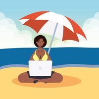 mujer usando laptop en la playa, escena de verano vector