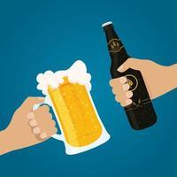 Composición de celebración del día de la cerveza con botella y taza.