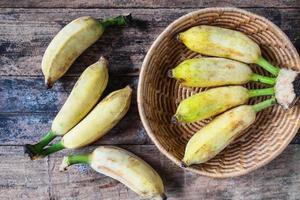 vista superior de plátanos en la mesa