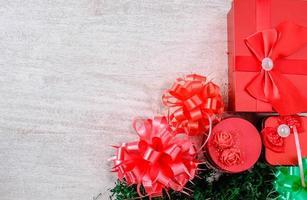 cajas de regalo rojas foto