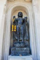 estatua budista en lampang, tailandia foto