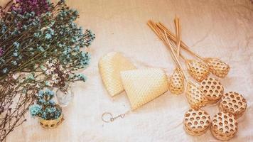 conjunto de diseño de cesta de mimbre vacía foto