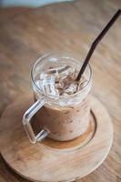 primer plano de un latte helado foto